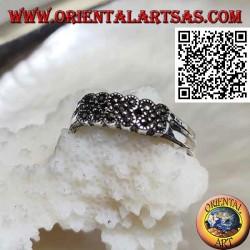 Anello in argento a fedina con tre croci di marcassite