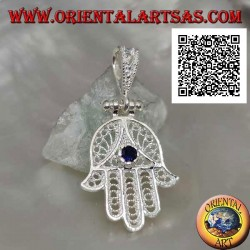 Hand aus Fatima-Silberanhänger mit perforierter ethnischer Dekoration und saphirfarbenem Zirkon-Set...