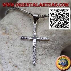 Ciondolo in argento croce latina liscia con zirconi sulle punte
