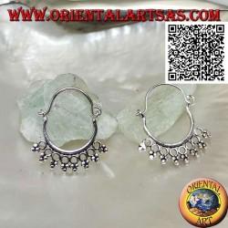 Orecchino in argento, cerchio con cerchietti e tris di palline e chiusura ad archetto da 14 mm