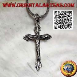 Silberanhänger, der die Kreuzigung Jesu Christi an einem orthodoxen Kreuz darstellt