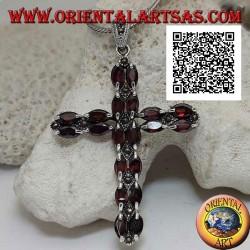 Colgante cruz cristiana de plata con dos filas de granates lanzadera y marcasita entre ellos