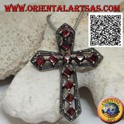 Ciondolo in argento croce cristiana con granati naturali romboidali incastonati e cornice con maracssiti