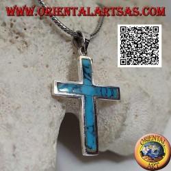 Серебряный кулон в виде гладкого латинского креста с бирюзовой кромкой заподлицо.