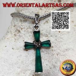 Серебряный кулон-крест с зелеными агатами и серебряными марказитом в центре