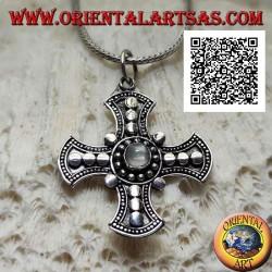 Ciondolo in argento, croce di Canterbury con pietra di luna tonda centrale e decorazione a dischetti