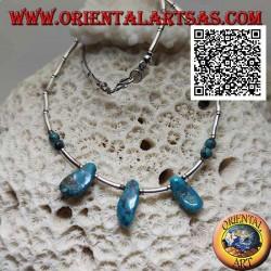 Collier ras de cou en argent 925 ‰, tubes en argent fileté et fragments de turquoise tibétaine