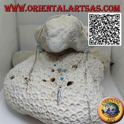Collana in argento 925 ‰ a girocollo, tubicini infilati e frammenti di turchesi con acchiapasogni e piuma
