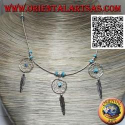 Collana in argento 925 ‰ a girocollo, tubicini infilati e frammenti di turchesi con 3 acchiapasogni e piuma