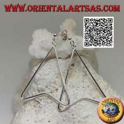Silver lobe earrings with wire in the shape of an arrowhead pendant