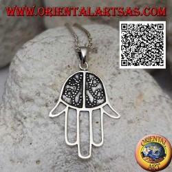 Ciondolo in argento mano di Fatima con palmo decorato in bassorilievo e dita forate