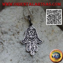 Ciondolo in argento mano di Fatima decorata con luna e stella in bassorilievo