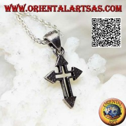 Colgante de plata de ley con cruz latina con terminaciones de punta de flecha