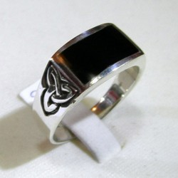 Silver ring with onyx and tyron knot