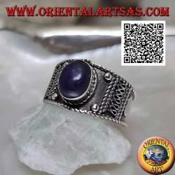 Bague en argent avec cabochon ovale lapis lazuli et décorations ethniques