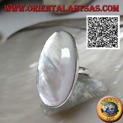 Silver ring with oval mother-of-pearl set in smooth edge