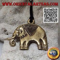 Ciondolo in ottone rappresentante un elefante asiatico tipicamente decorato