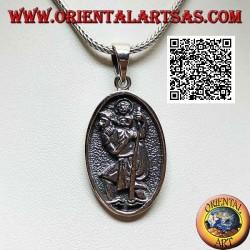 Ciondolo in argento, medaglia sacra ovale con San Cristoforo con bastone e bimbo in bassorilievo