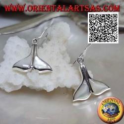 Pendientes de plata en forma de cola de ballena con nácar