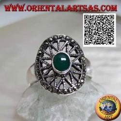 Bague en argent avec agate verte ovale sur étoile à huit branches dans l'ovale parsemé de marcassite