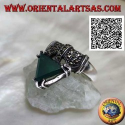 Silver band ring with marcasite decorations and green agate triangle set