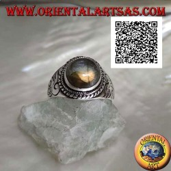 Silver band ring with round labradorite surrounded by weaving on an engraved frame