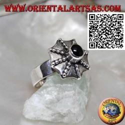 Anello in argento a forma di ombrello pagoda con onice tonda centrale
