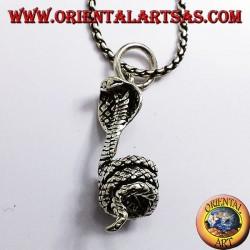 ciondolo cobra arrotolato in argento