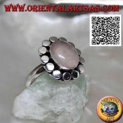 Bague en argent avec quartz rose ovale entouré de disques lisses