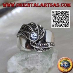 Silver band ring with round natural aquamarine and wavy lines of marcasite