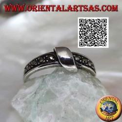 Anello in argento a fascetta di marcassite con filo arrotolato centralmente