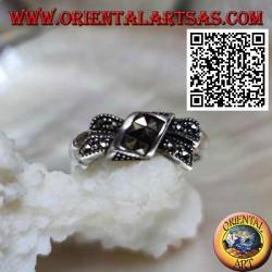 Anello in argento a nodo a fiocco tempestato di marcassite