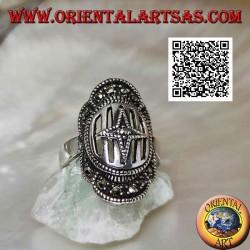 Anello in argento a scudo medievale con croce su sbarre tempestato di marcassite