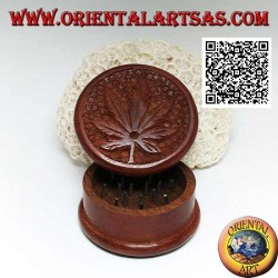 Tobacco grinder in mahogany wood with carved cannabis leaf, 5 cm Ø
