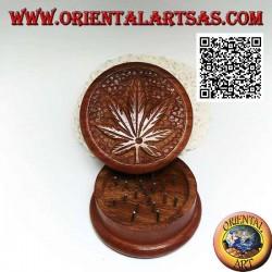Grinder tritatabacco in legno di mogano con foglia di cannabis intagliata, da 6,5 cm Ø