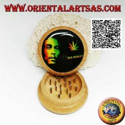 Tobacco grinder in pine wood with image of Bob Marley, 5 cm Ø (1)