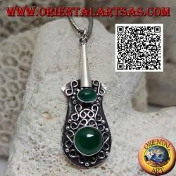 Ciondolo in argento a forma di chitarra con agata verde tonda e ovale e linee ad infinito in altorilievo