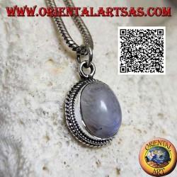 Ciondolo in argento con pietra di luna ovale arcobaleno contornata da intreccio