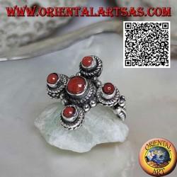 Bague en argent avec cinq coraux antiques naturels d'origine tibétaine disposés en croix grecque