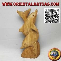 Sculpture d'un couple de dauphins tordus sur un récif en bois d'hibiscus de 19 cm