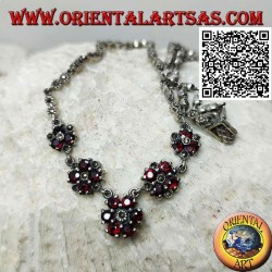 Necklace in 925 ‰ silver, marcasite studded choker with 5 round garnet circles in succession