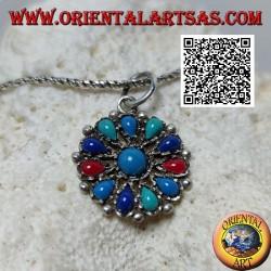 Ciondolo in argento a fiore di turchesi di varie tonalità e coralli, tondo centrale e petali a goccia