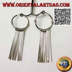 Orecchini in argento a cerchio da 25 mm con segmenti dritti infilati
