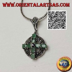 Ciondolo in argento croce di 8 smeraldi naturali ovali su cerchio di marcassite