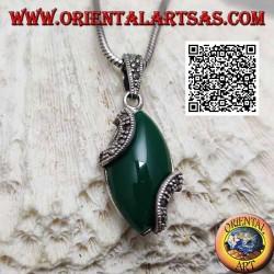 Ciondolo in argento con agata verde cabochon a navetta e due semicerchi di marcassite