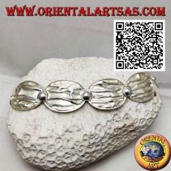 Semi-rigid satin silver bracelet with crumpled effect