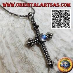 Colgante cruz ortodoxa de plata decorado con bolas con labradorita central redonda azul fluorescente