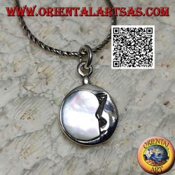 Ciondolo in argento tondo con luna decrescente abbracciata a madreperla