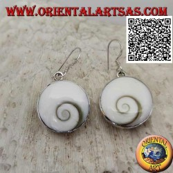 """Boucles d'oreilles pendantes en argent avec coquillage rond """"oeil de Sainte Lucie"""" sur monture lisse"""
