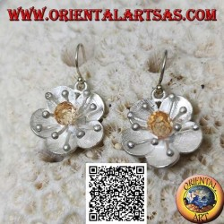Flower-shaped satin silver earrings with sea anemone and central citrine zircon